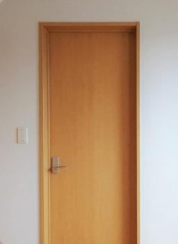 開き戸の蝶番修理