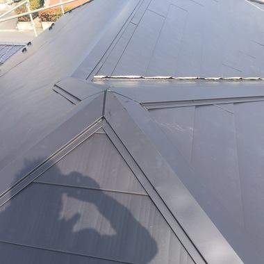 | さいたま市桜区  コロニアル屋根葺き替え工事の施工後写真(0枚目)
