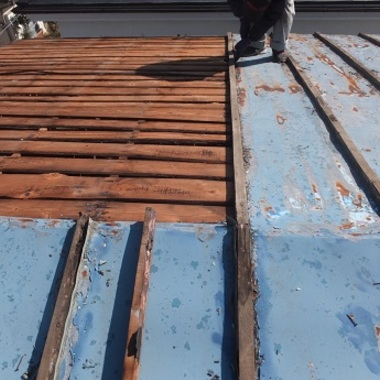 既存トタン屋根の撤去