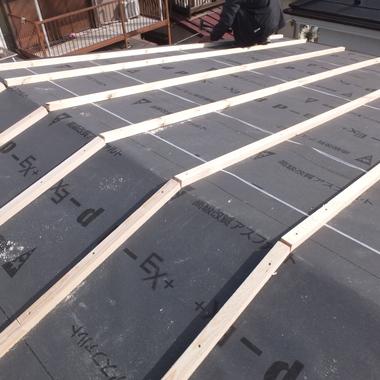 ルーフィングを貼り 心木を打った屋根2
