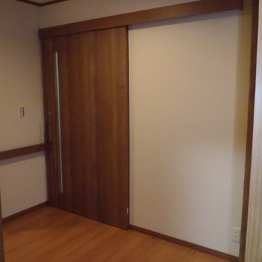 トイレ入口 軽くて大開口の扉
