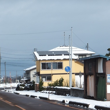 融雪太陽光発電 設置完了 遠くから