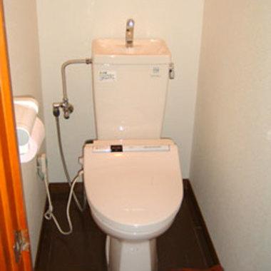 トイレの和式から洋式リフォーム ウォシュレット付き 施工後