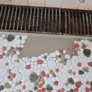 | 社員寮の大浴場床タイル修繕工事の施工後写真(0枚目)