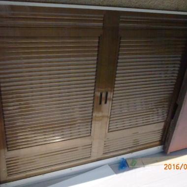 雨戸パネルを設置後2