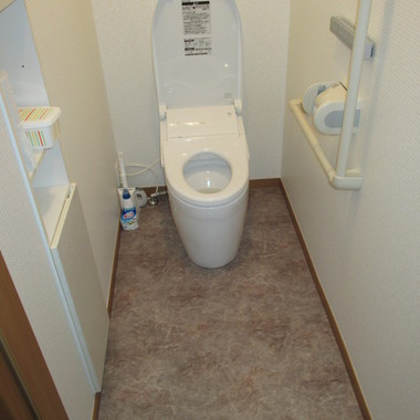 タンクトイレに交換・壁と床のリフォーム