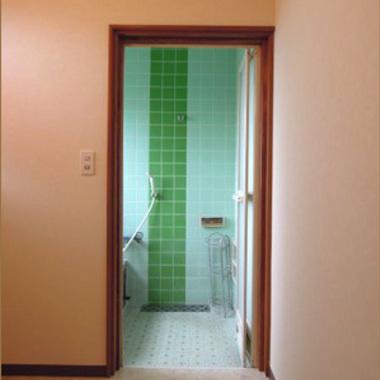 | 浴槽ドア交換後・扉あいた状態