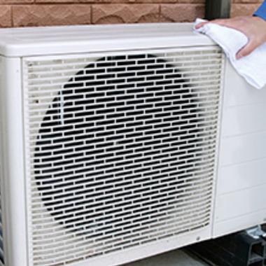 | エアコン室外機パネル 掃除中