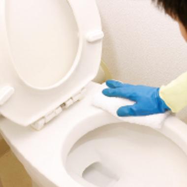 | トイレ クリーニング 作業中