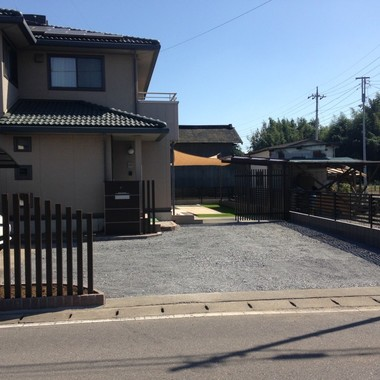 庭のトータルデザイン タイルデッキと日よけターフ