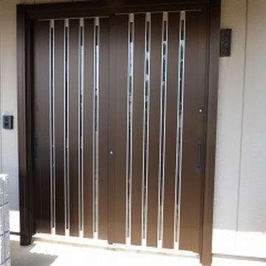 玄関引戸をカバー工法で取替え 後 外観