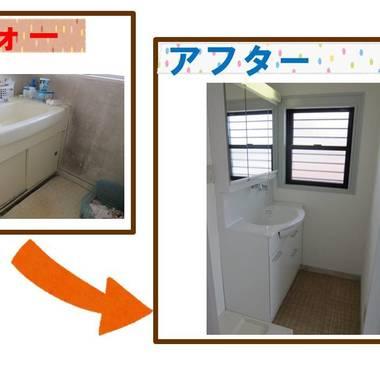 洗面台の交換と壁紙の張り替え 前と後