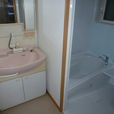 浴室をユニットバスに取替 入口の段差をなくすなど浴室の安心リフォーム 後