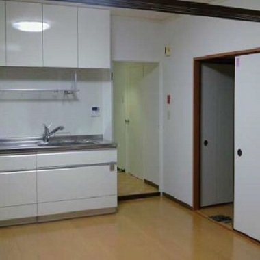 キッチンとフローリングの交換リフォーム後のキッチン