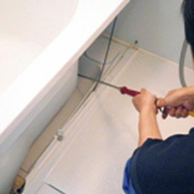 | 浴室エプロン内部の高圧洗浄途中 4