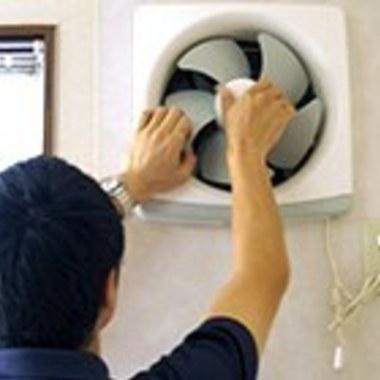 プロペラタイプ換気扇 洗浄終了後組み立て