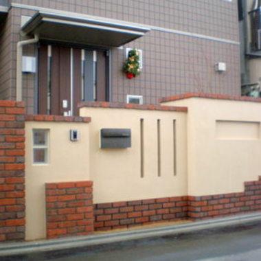 玄関前外壁施工後