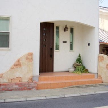 玄関前門柱設置 外壁施工後