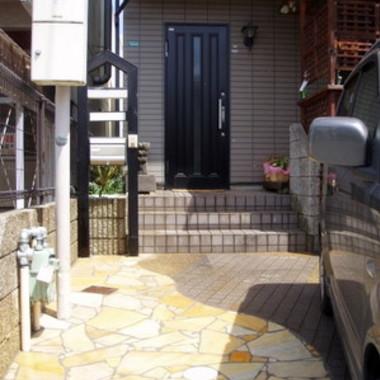 玄関前 天然石通路設置 外装施工後