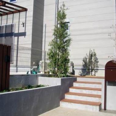 玄関先入口通路 階段 階段横花壇設置 外装施工後