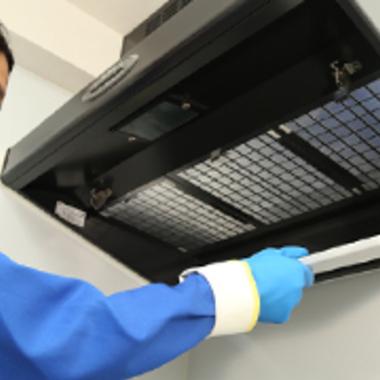 レンジフードタイプ換気扇洗浄前分解