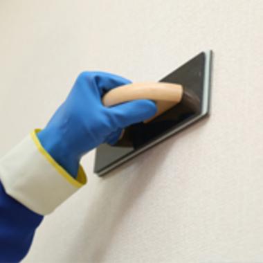 壁 専用機材で洗浄