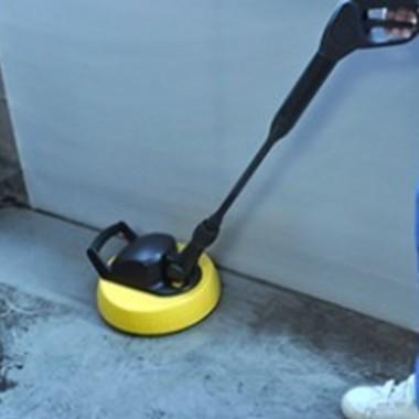 ベランダ・外周り高圧洗浄作業中