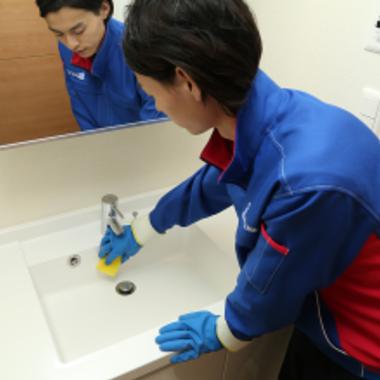 洗面所クリーニング 作業中2