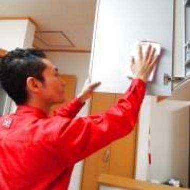 キッチン 換気扇のクリーニング 作業中