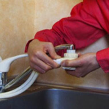 浄水器・食洗機取り付け中
