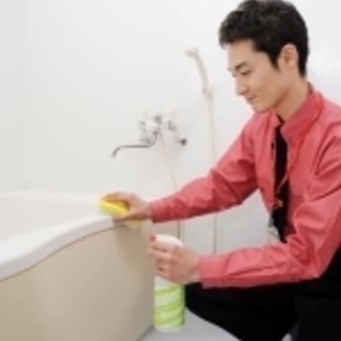 | 浴槽のクリーニング中