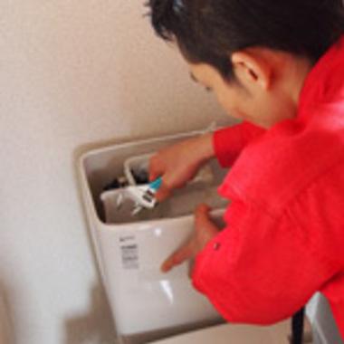 トイレ ロータンク修理中