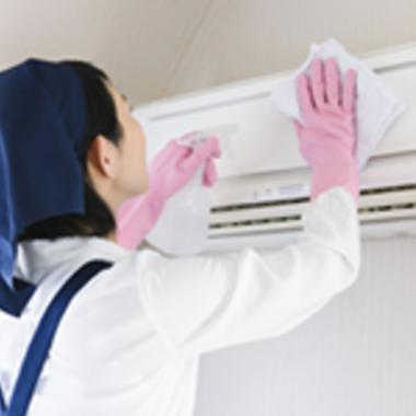 エアコン壁掛けタイプ掃除中