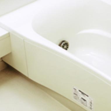 浴室エプロン内部の高圧洗浄後