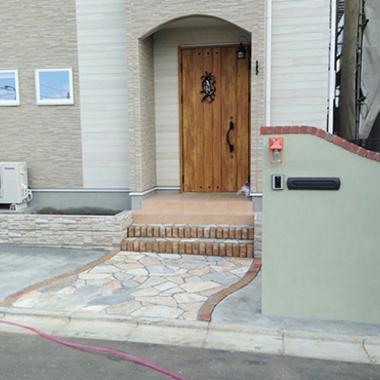 | 施工後 玄関前正面