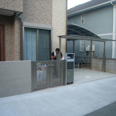 | 施工後 門扉と跳ね上げ式のゲート1