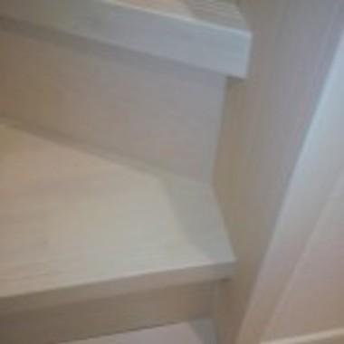 | 段板継ぎ目補修後 階段