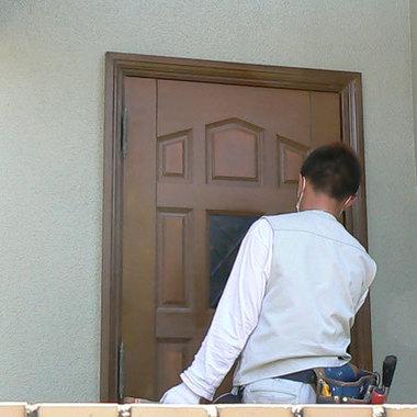 玄関ドア 再塗装途中 4