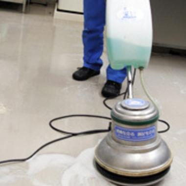| フロア洗浄 ワックス仕上げ途中