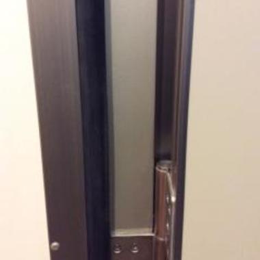 アルミ製玄関枠の膨らみ補修後