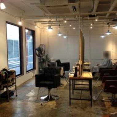 美容室リフォーム後 カット椅子設置