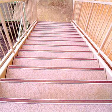 | 埼玉県 錆びた鉄骨階段 ピカピカにの施工後写真(0枚目)