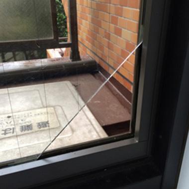 | ガラスの穴あけ作業