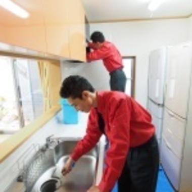 システムキッチンの清掃 2人
