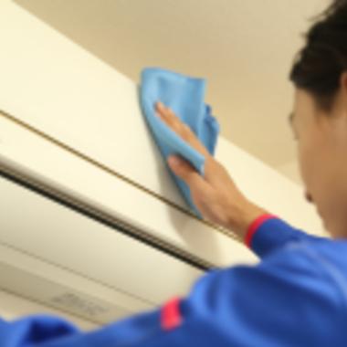 エアコン本体外側の拭き掃除
