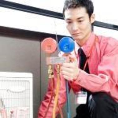 | エアコンガスの補充作業作業