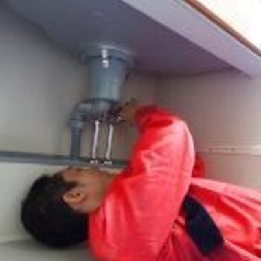 | 洗面所の排水詰まり解消作業