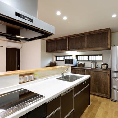 リフォーム後の対面式システムキッチン