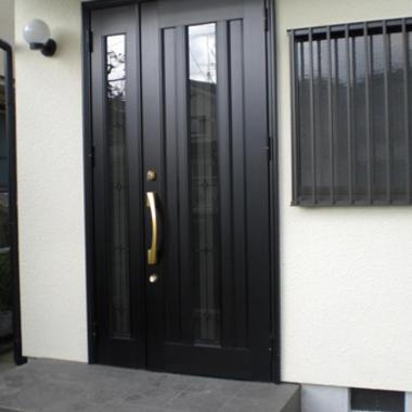 リフォーム後の玄関ドア・外壁