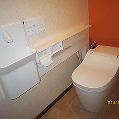 リフォーム後の手洗いスペース付きタンクレストイレ